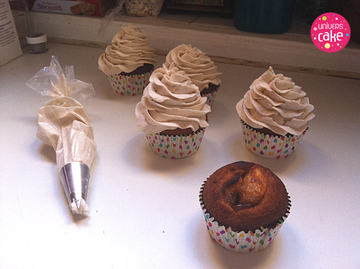 Cupcakes cr me de marrons blog univers cake blog - Decoration gateau avec creme chantilly ...