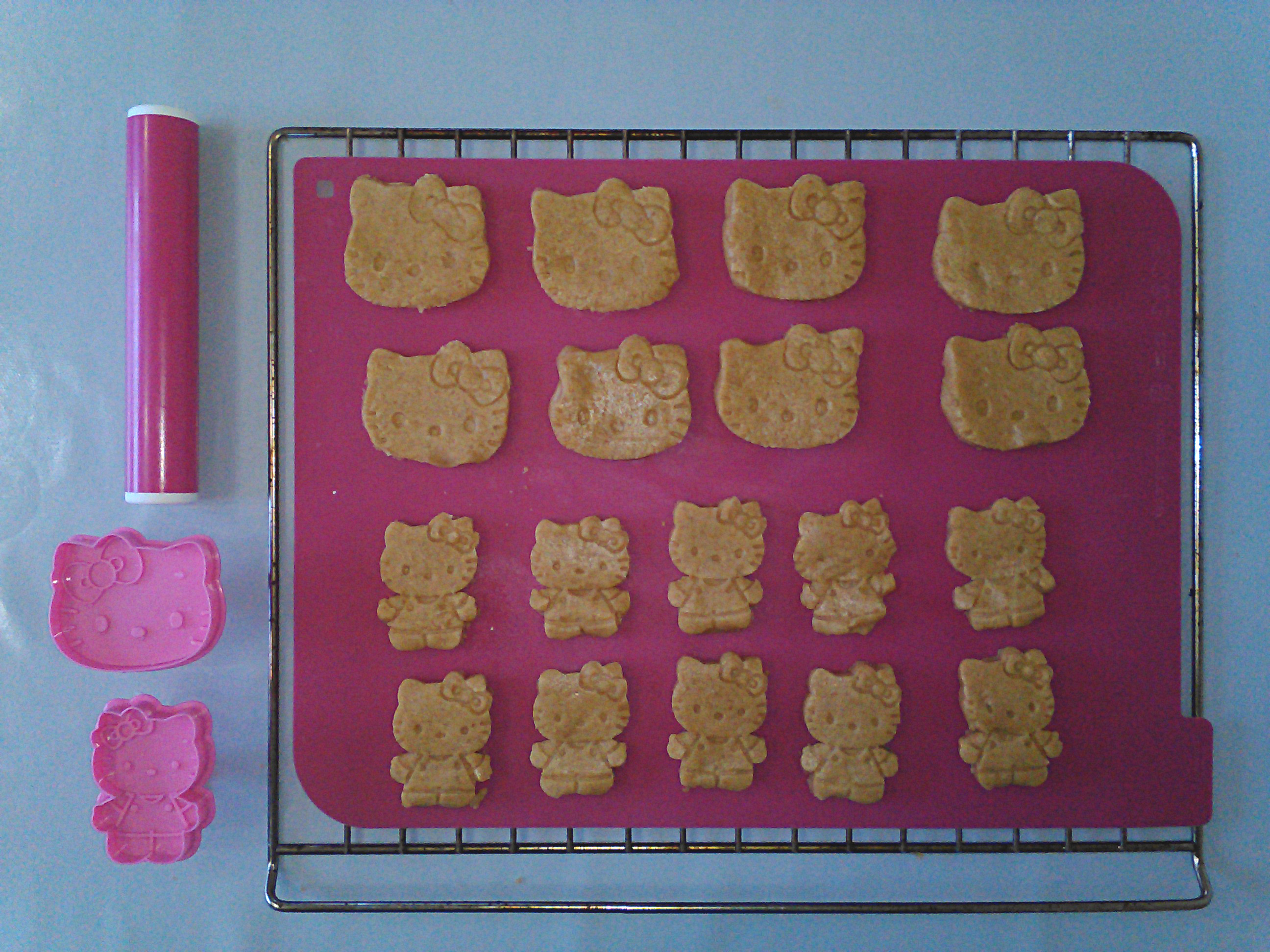 6_pate-biscuit-hello-kitty