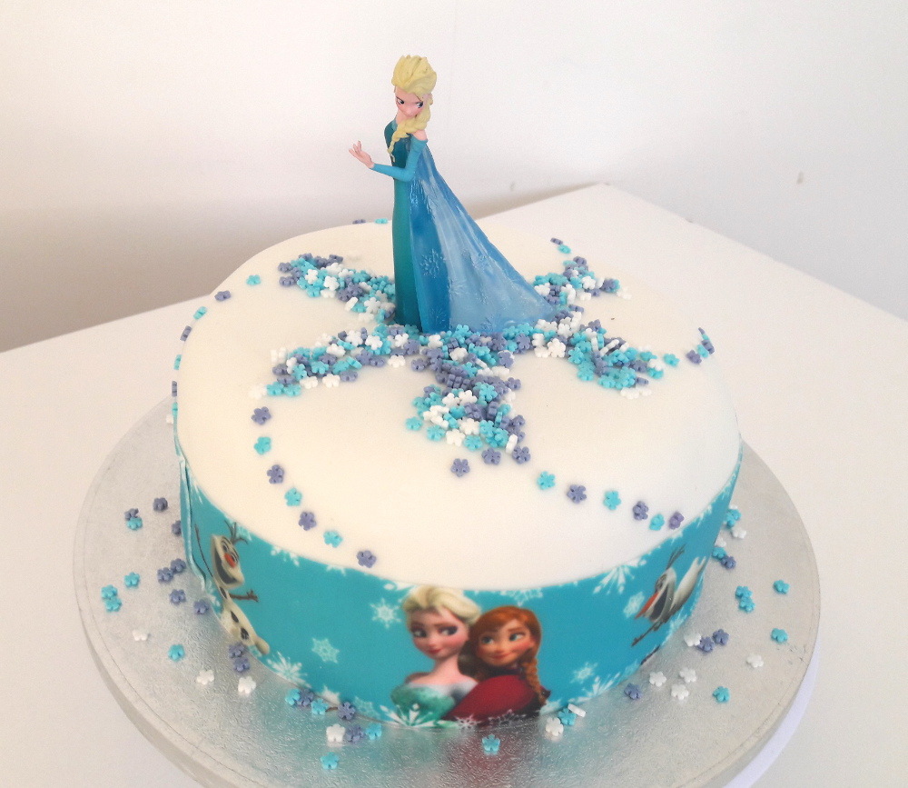 Faire gateau reine des neiges ruban pate a sucre blog univers cake - Gateau simple a faire ...