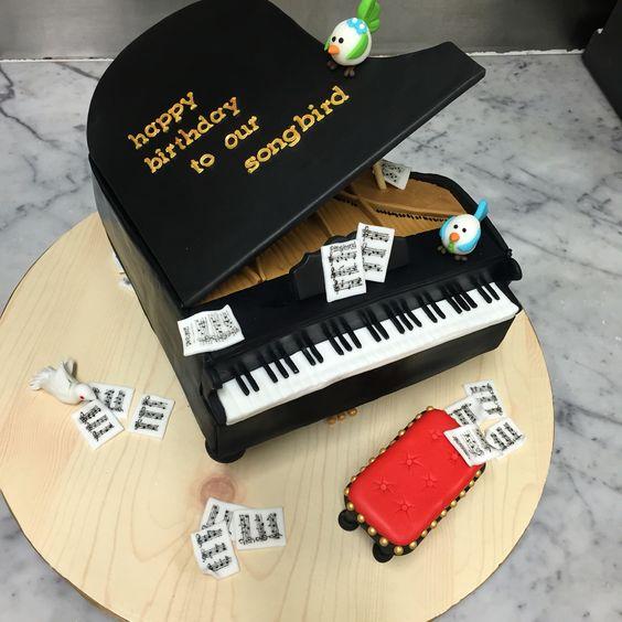 gateau-piano-pate-a-sucre-corry-pambuko